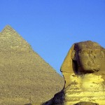 sphinx-with-pyramid-500